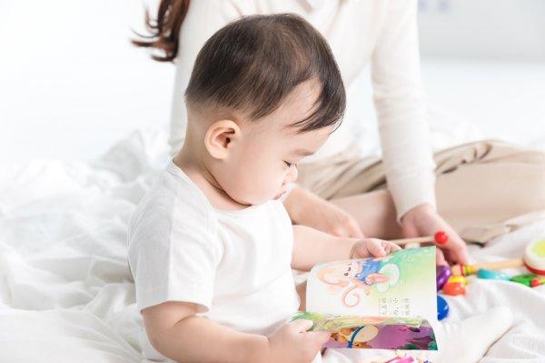 雷竞技妙斗鱼S9合作伙伴带6个月宝宝顺便做一些家务
